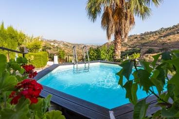 Casa Rural cerca de la playa con barbacoa y piscina en Frigiliana