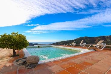 Casa Rural cerca de la playa con piscina y Wifi en Frigiliana para 4 personas