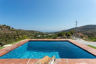Casa Rural cerca de la playa con Wifi y piscina en Frigiliana