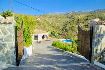 Holiday Home with swimming pool and barbecue in Canillas de Albaida