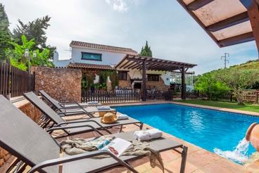Prachtige villa met verwarmd zwembad, op top-locatie in Mijas