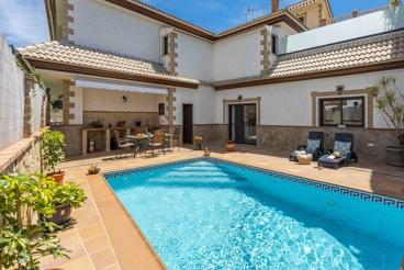 Vakantiehuis met zwembad en Wifi in Arenas