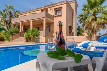 Casa con billar, futbolín y ping-pong a 30 km de Málaga