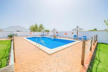 Casa de vacaciones con 2 dormitorios, 1 baño y barbacoa en Barbate