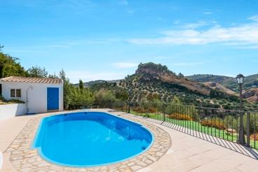 Casa Rural con piscina y Wifi en Montefrío