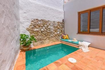 Vakantiehuis met zwembad en openhaard in El Bosque
