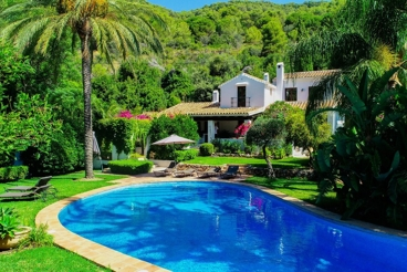Holiday Home with garden and swimming pool in Coín