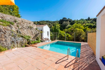Holiday Home with barbecue and swimming pool in Júzcar