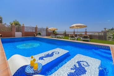 Mooie villa met uniek zwembad en grandioos uitzicht
