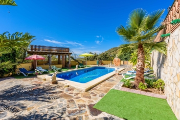 Andalusian-style villa with wide terrace in the Axarquia