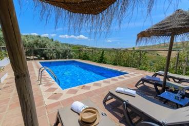 Traditioneel Andalusisch landhuis met omheind zwembad en prachtig uitzicht