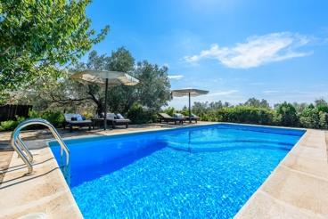 Haus mit Pool und tollem Blick auf den Torcal de Antequera