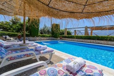 Espaciosa casa de vacaciones con aire acondicionado y chimenea en Órgiva