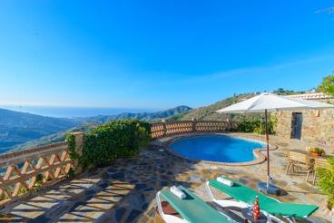 Extraordinary villa with spectacular sea views