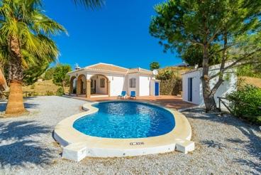 Coqueta casa rural con bonitas vistas y piscina en Cómpeta