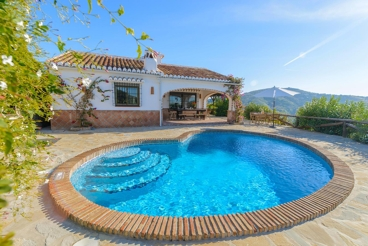 Andalusian holiday home with beautiful mountain views