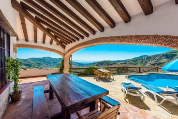 Pretty holiday home with views over the Mediterranean Sea in Competa