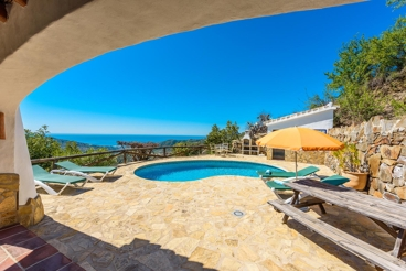Excellent rustic villa with stunning sea views