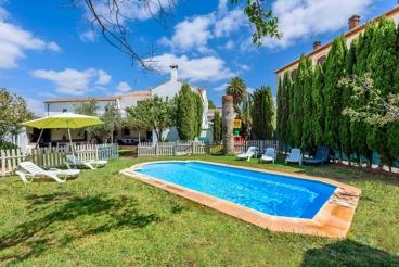 Mooie villa met exotisch tuin, pool en entertainment