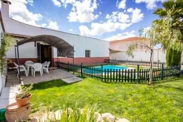 Vakantiehuis met privé pool in een natuurpark