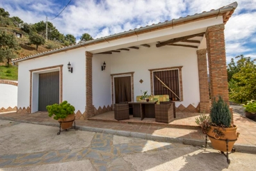 Holiday villa for eight people, less than 20 km from Juzcar