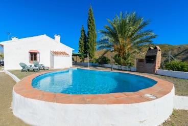 Ferienhaus mit Swimming Pool, sehr ländlich gelegen