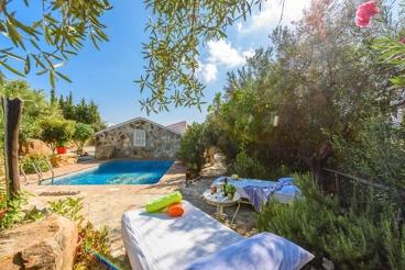 Acogedora casa de vacaciones con piscina y jardín
