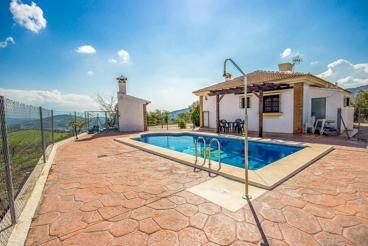 Vakantiehuis met 3 slaapkamers en een mooie buitenomgeving in de provincie Malaga