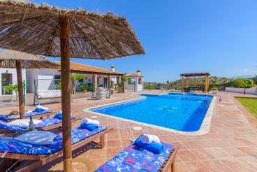 Fabulosa villa con bonita piscina y amplio jardín