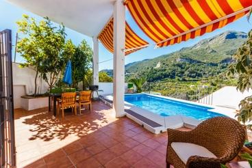 Comfortable villa with beautiful terrace overlooking Marbella