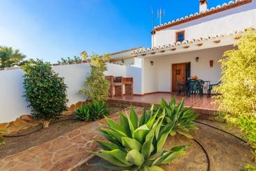 Amplia casa de vacaciones con bonitos detalles rústicos en Álora
