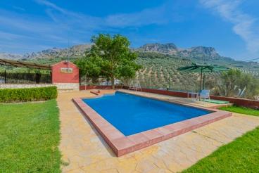 Leuk ingerichte villa met mooie tuin en zwembad