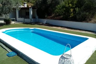 Bonita casa rural rodeada de colinas en la provincia de Málaga