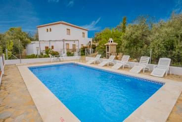 Villa con gran piscina y vistas bonitas - adecuado para grupos