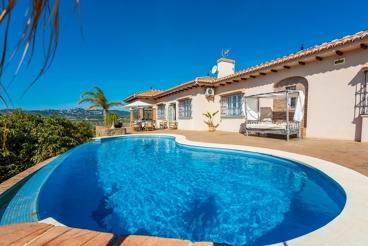 Impresionante villa con cama balinesa y vistas despejadas
