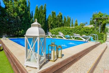 Cozy villa with spacious exterior close to Granada