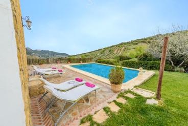 Traditioneel steenhuis met privé pool in de buurt van Granada