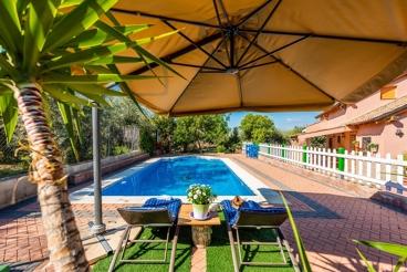 Vakantiehuis met omheind privézwembad, vlakbij de Sierra Nevada