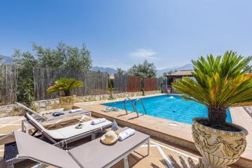 Vakantiehuis met grote buitenruimte en heerlijk zwembad