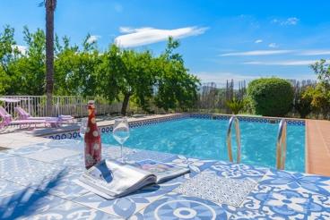 Knus vakantiehuis met pool en speeltuin voor kinderen