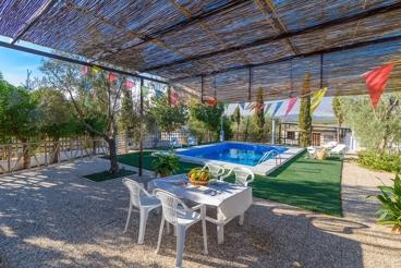 Fantastisch villa met prachtig tuin van olijfbomen