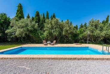 Preciosa finca rural con jardines encantadores en la provincia de Granada