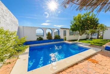 Traditionele spaanse villa met heerlijk uitzicht en mooie tuin