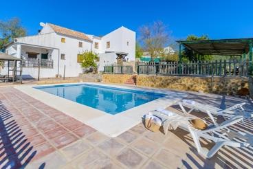 Geräumiges Ferienhaus mit tollem Außenbereich in Montilla