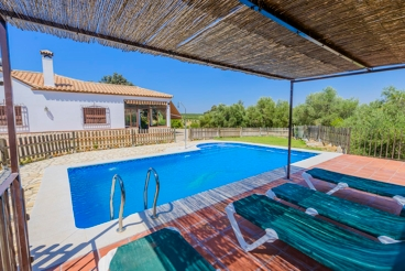Villa spacieuse avec grande piscine privée
