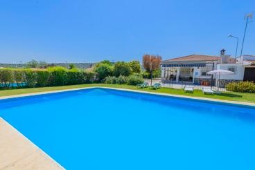 Amplia casa rural con gran piscina - ideal para grupos
