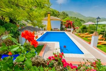 Splendide villa colorée située en pleine nature