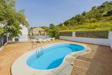 Beautiful house with private pool, perfect for nature lovers