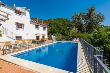 Traditional holiday home with pool, a perfect choice for groups